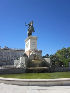 Benschilada Sightseeing Madrid (7) Plaza de Oriente