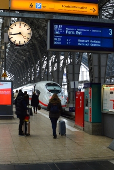 With a Hi Speed Train from Frankfurt via Paris to London (3)
